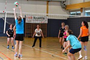 Frauen spielen Cachibol, Mamanet, in Turnhalle, Wien 2019