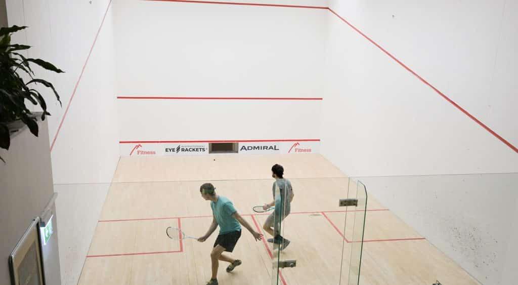 SquashspielerInnen im Court, Betriebssport