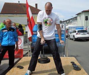 Sportler hebt Gewicht in die Höhe, Turnier, Jürgen Garschall