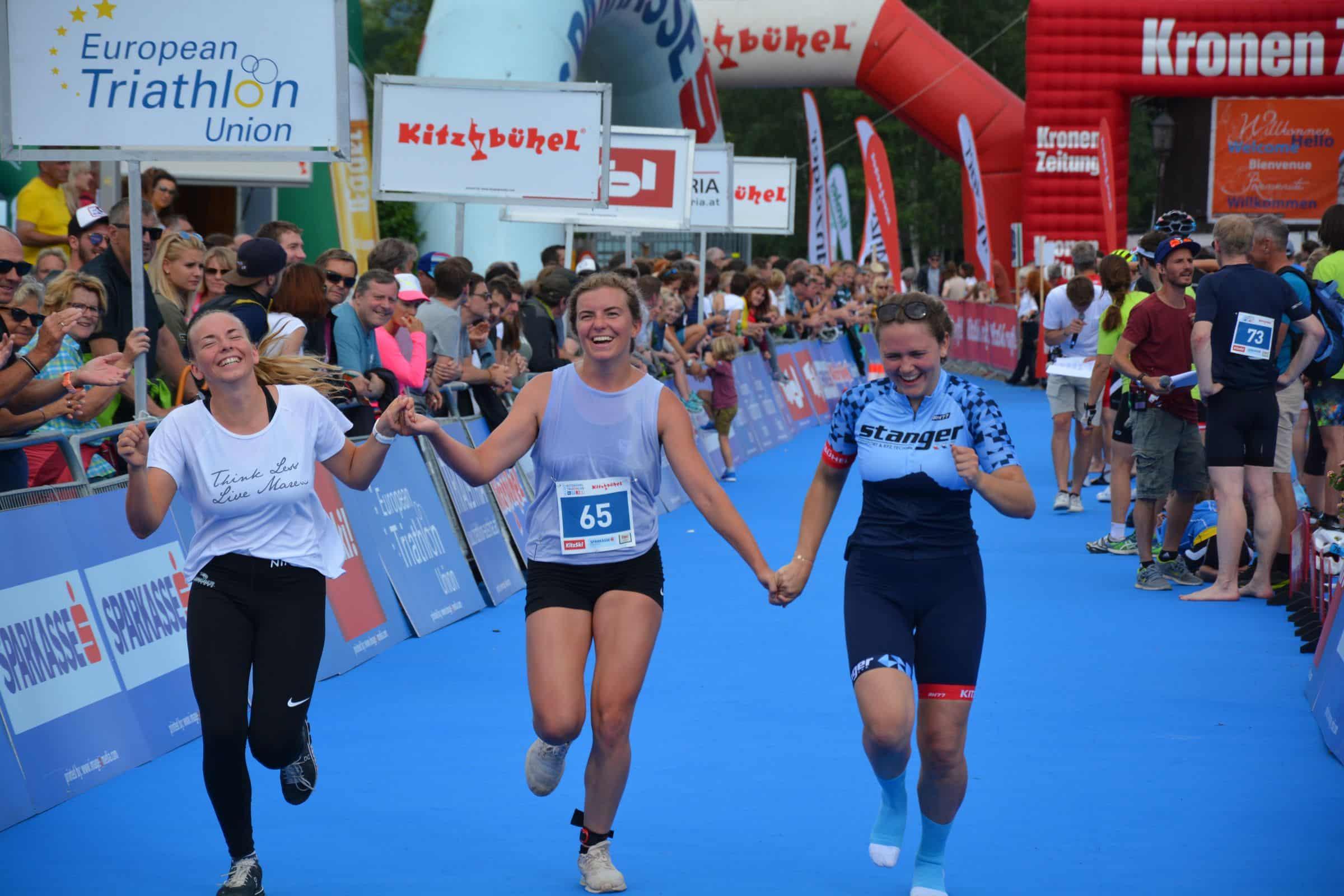 Frauen Triathlon, Frauen die ins Ziel einlaufen, 16.06.2020, Kitzbühel, Schwarzsee