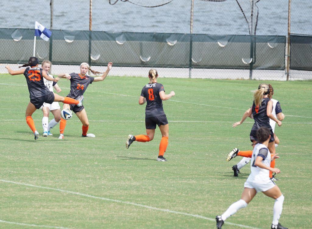 Frauen Fussballteam gerade beim Spielen